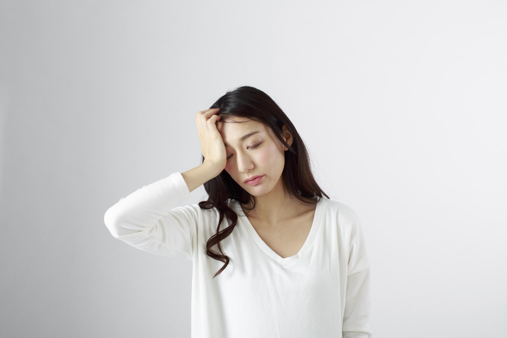 頭痛が右側だけに鈍痛(痛み)として起こる原因は