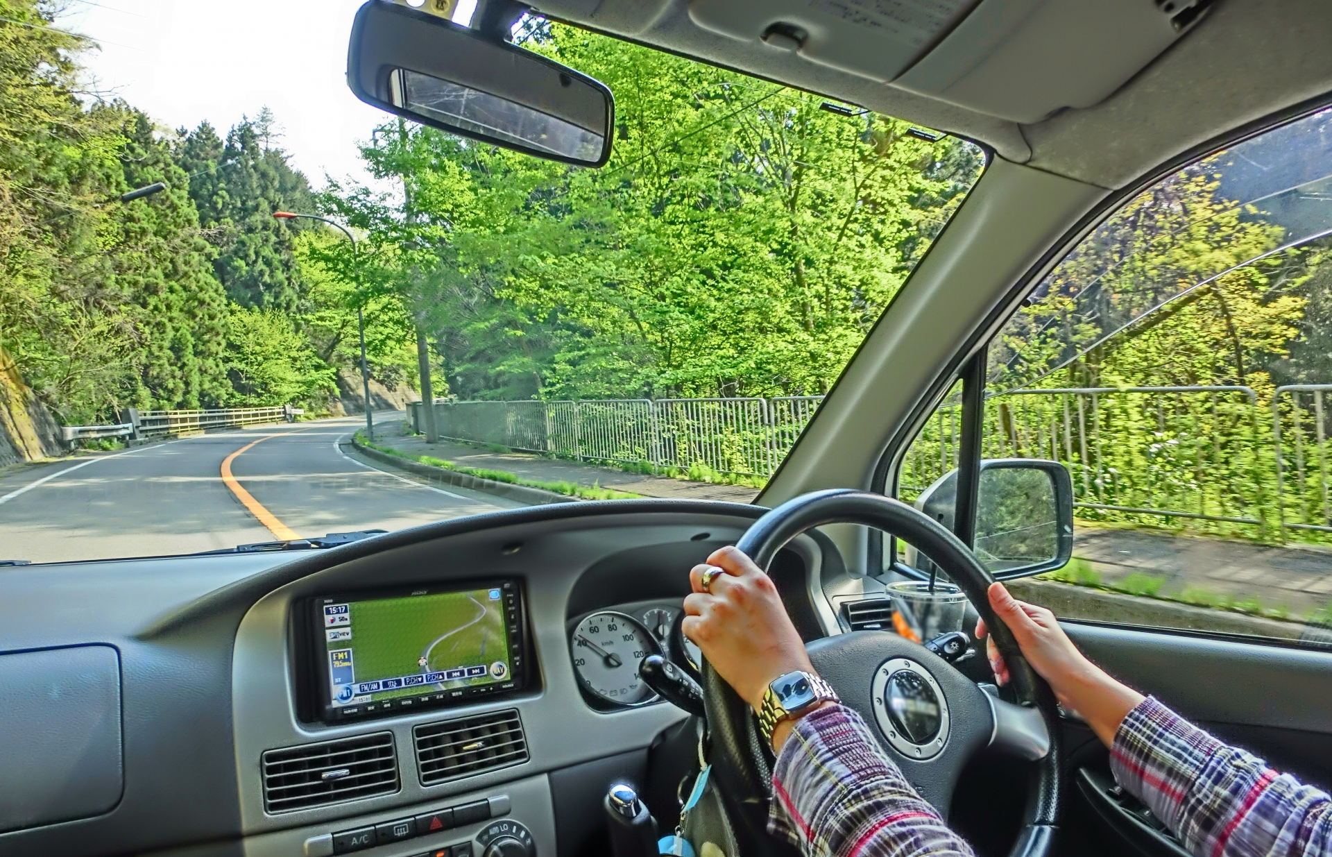 車中泊する際の窓の断熱は重要です!