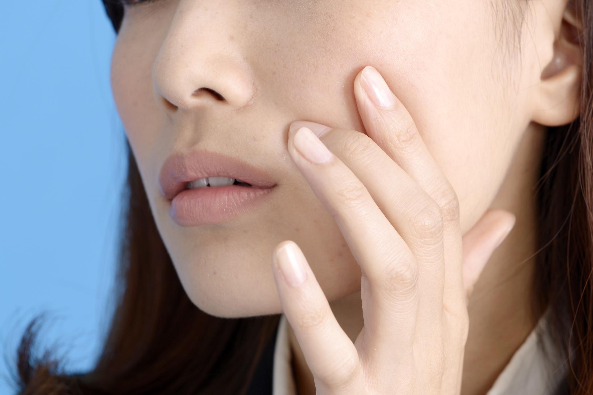 アレルギー・皮膚炎が顔にできた時の原因や対処法