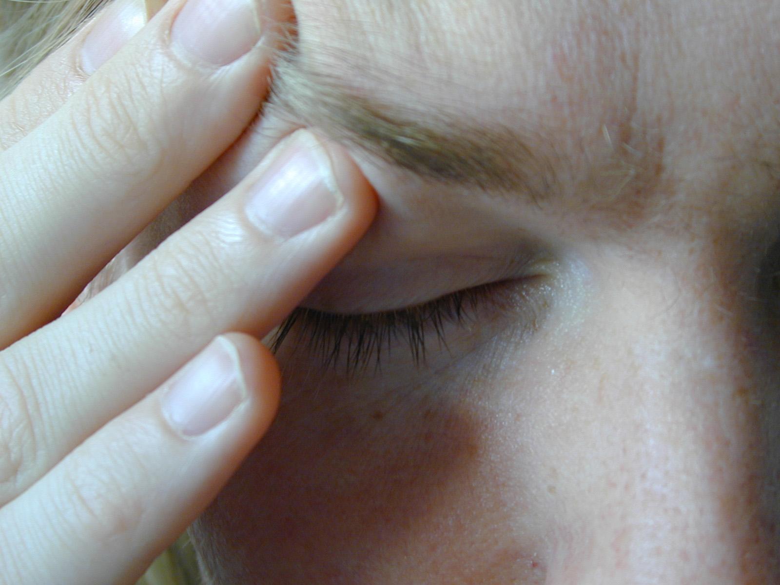 これは頭痛?右側が一瞬だけ痛むことで考えられる原因は?