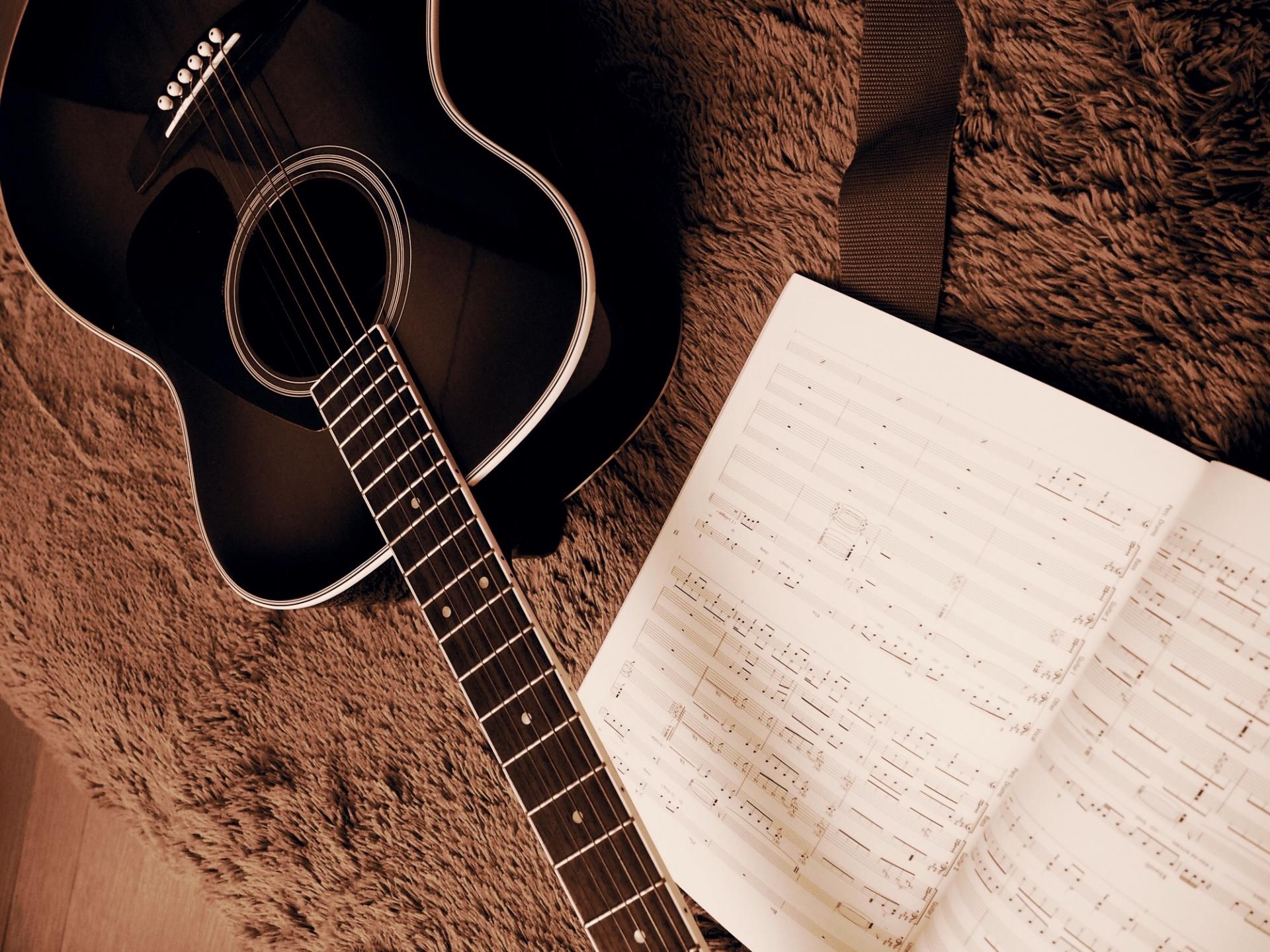 アコースティックギターのコードと初心者におすすめ曲